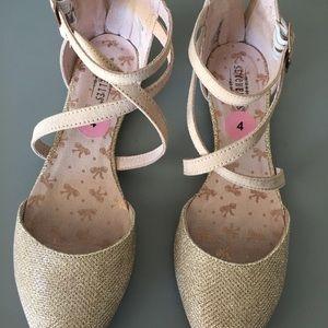 Girls dressy shoes golden size 4
